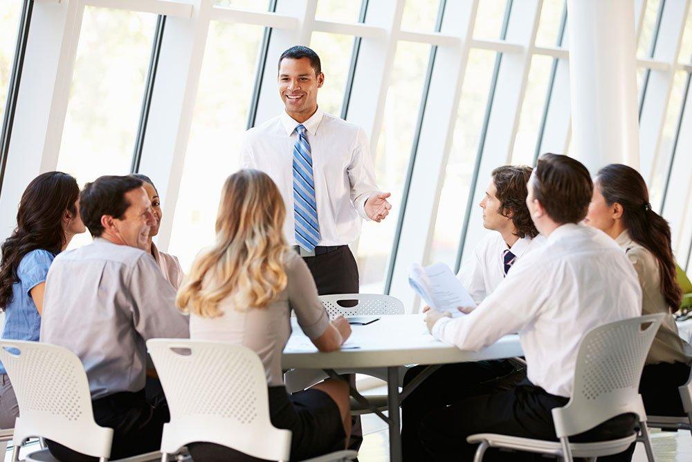 Курсовете по английски за възрастни предлагат отлично въведение в езика, затвърждаване на вече установени знания или специализиране в определена професионална област.