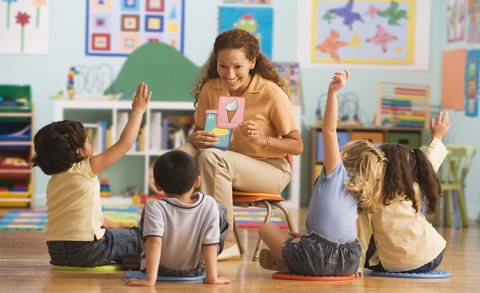 Предлагаме качествено обучение за Вашето дете, водено от учите ли с опит, много забавления, игри и спорт в нашата детска занималня.