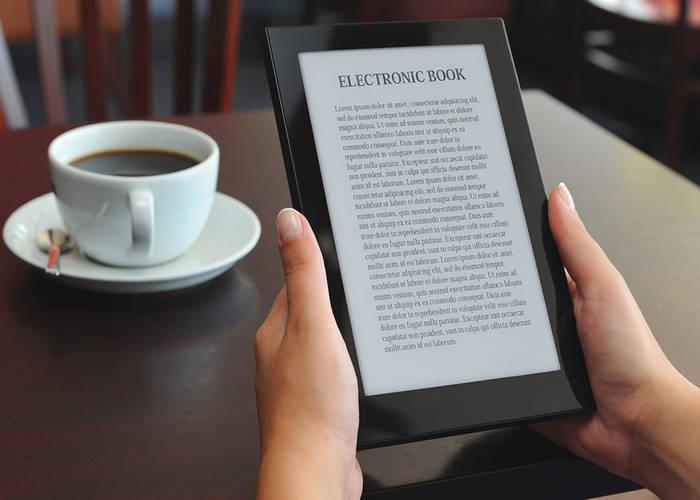 Снимка на електронен четец, който показва писмен превод на книга.