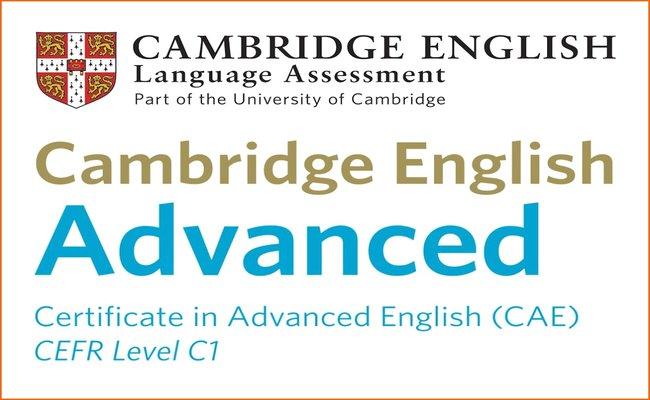 Изображение на емблемата на сертификата Cambridge English: Advanced (CAE), който присъства в нашата сертификатна подготовка в езикова академия Интелекти Велико Търново.