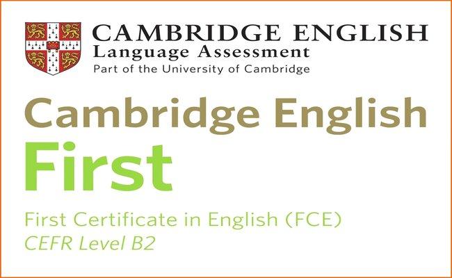Изображение на емблемата на сертификата Cambridge English: First (FCE), който присъства в курсовете по сертификатна подготовка в езикова академия Интелекти Велико Търново.