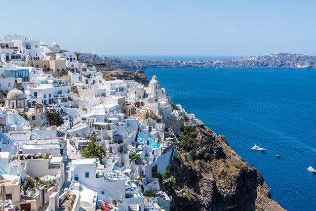Снимка на остров Санторини, която присъства в курсовете по гръцки език в езиков център Интелекти-Велико Търново.
